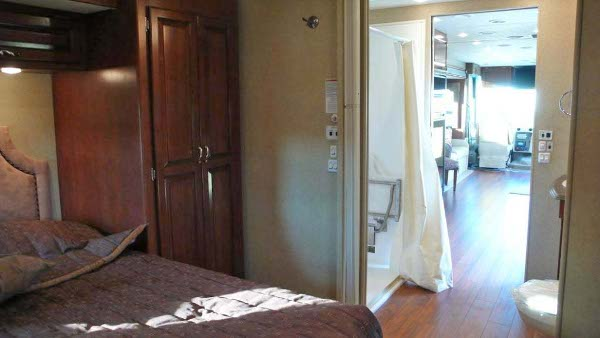 Wheelchair accessible motor homes