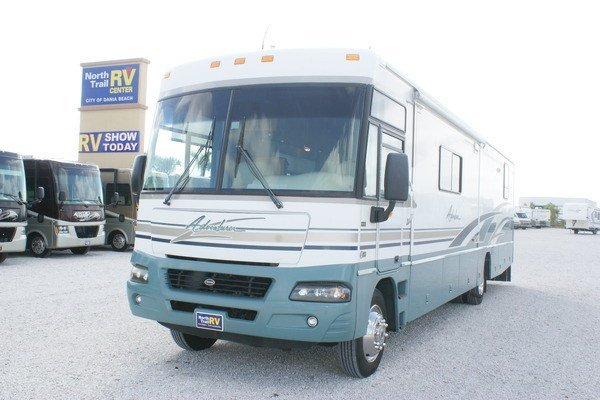 Beautiful 2000 Winnebago Adventurer 32 Class A Gas Motorhome Stock