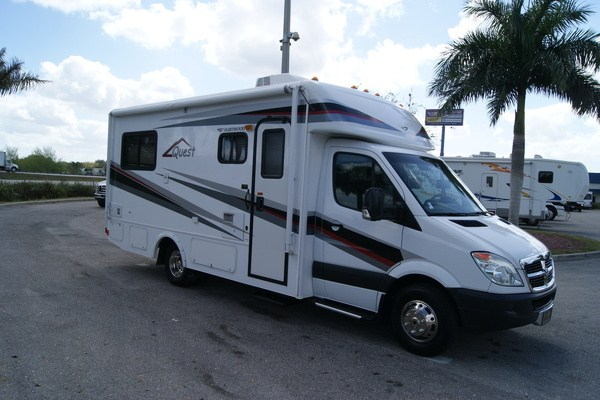 Awesome 2010 Fleetwood Quest 24L Class A Gas Motorhome Stock 61311