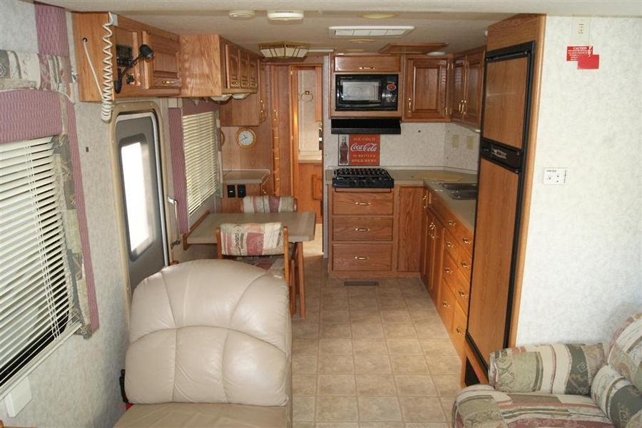 2002 Safari Trek 2830 Class A Gas Motorhome (Stock# 18014)