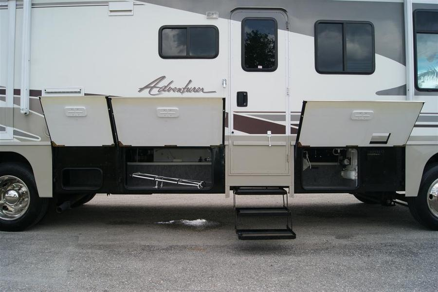 Popular 2004 Winnebago Adventurer 38G Class A Gas Motorhome Stock