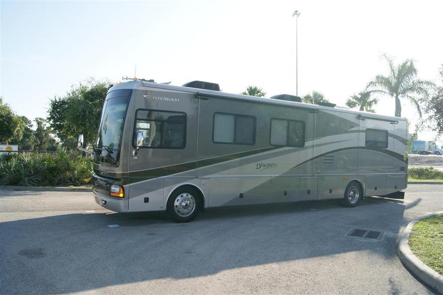 2006 fleetwood discovery 39s class a diesel motorhome for Class a diesel motor homes