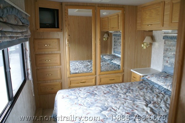 2000 Fleetwood Bounder 34d Class A Gas Motorhome  Stock