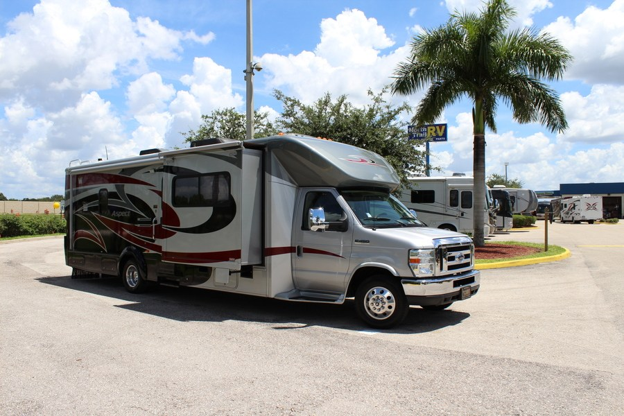 Elegant 2008 Winnebago Aspect 26A WSlide 26FT 52900