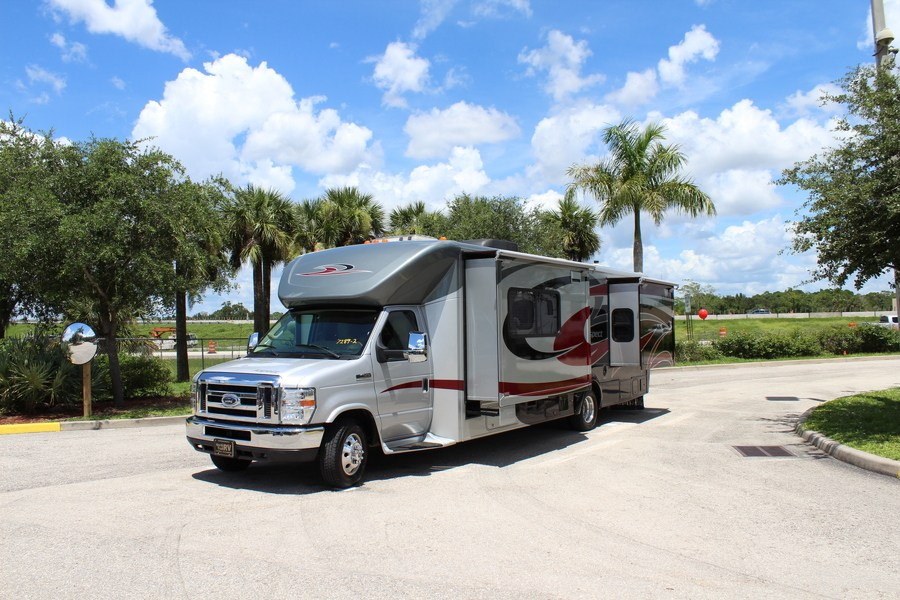 New 2006 Winnebago Outlook 2739 Priced At