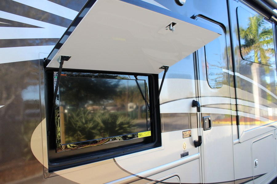 2014 Thor Motor Coach Palazzo 35 1 Class A Diesel