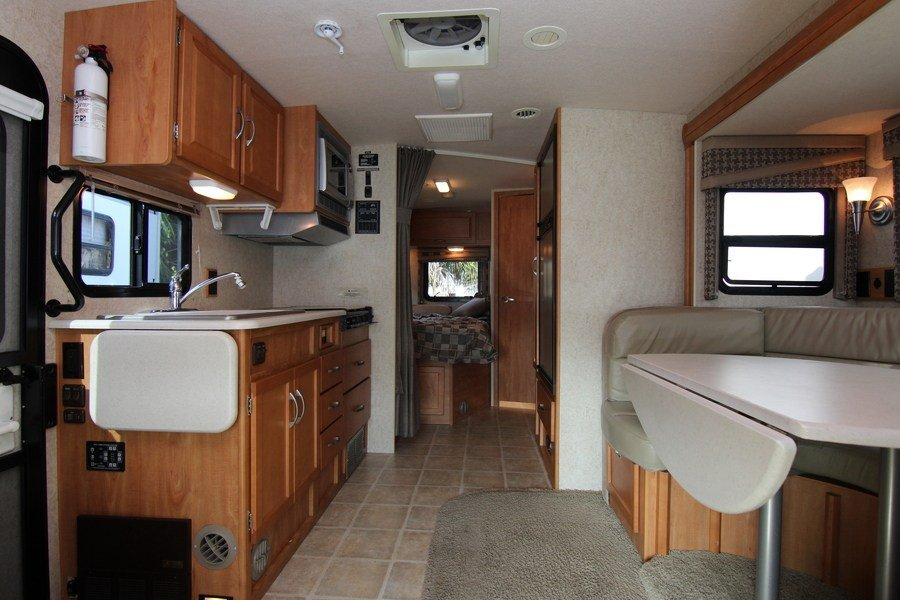 Awesome Status Used Year 2010 Floorplan 30c Fuel Gas Mileage 1000