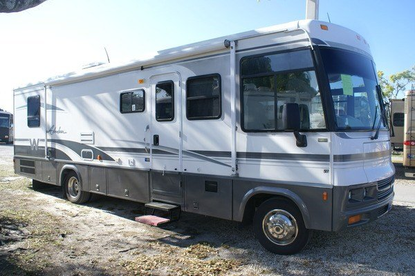 Amazing 2005 Winnebago Adventurer 33V Class A Gas Motorhome Stock