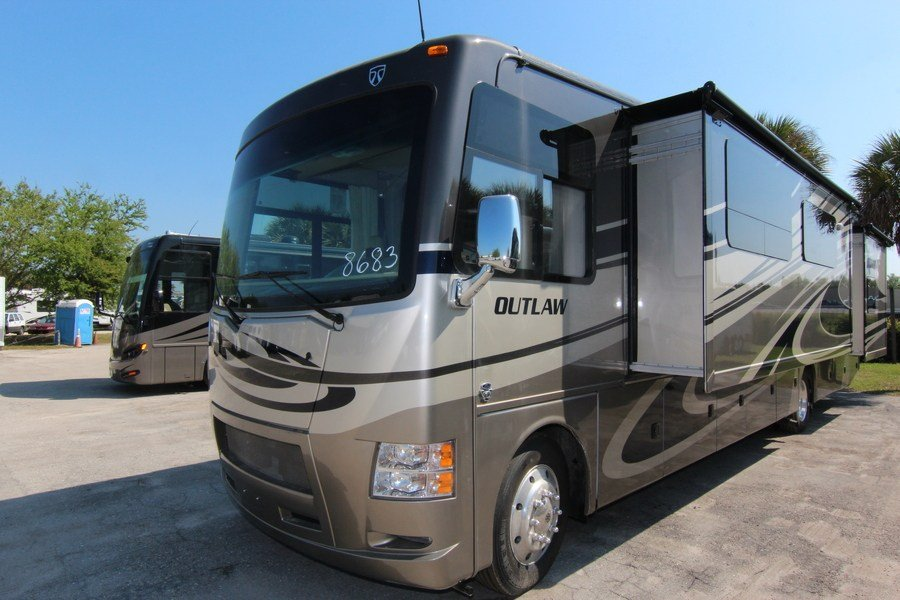 2015 Thor Outlaw 38re Class A Gas Toyhauler Stock 8683