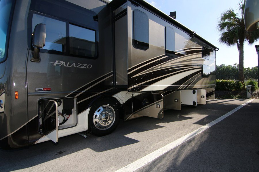 2017 Thor Palazzo 33 3 Class A Diesel Motorhome Stock 10143