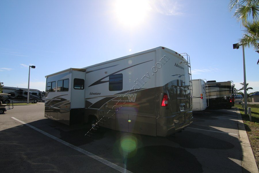 Simple 2005 Winnebago Adventurer 33V Class A Gas Motorhome Stock