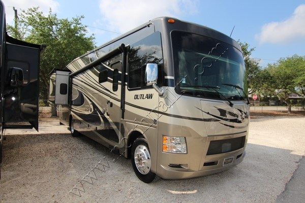 2015 Thor Motor Coach Outlaw 38re Class A Gas Motorhome