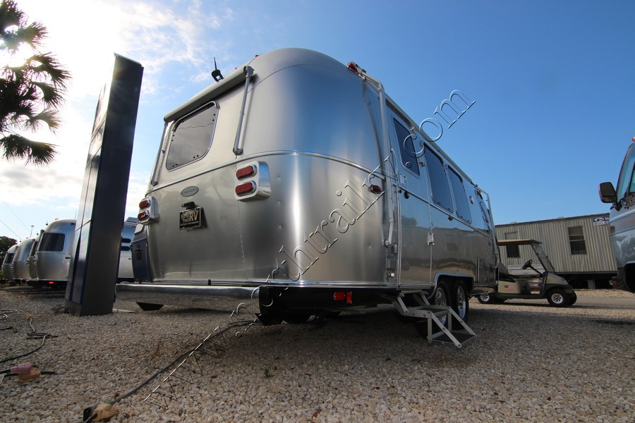 2017 Airstream Flying Cloud 23FB Travel Trailer (Stock# 10308)